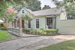 Garden Oaks Home-319 W 30th St