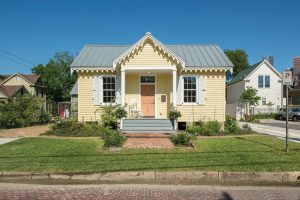 716 Sabine St - Old Sixth Ward - Carpenter Gothic